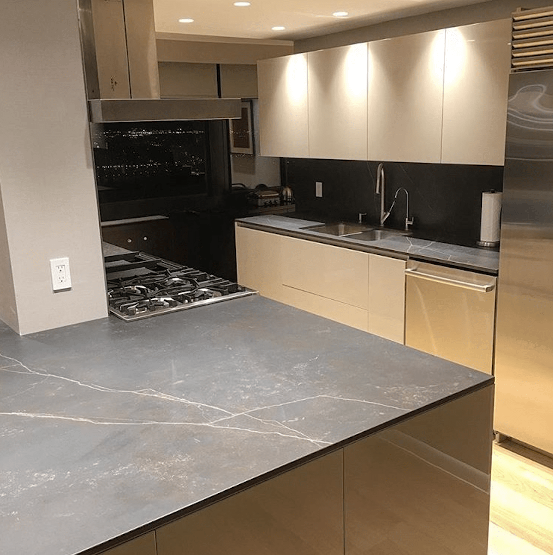 Bergen Granite & Marble - Modern Kitchen Lacquered Cabinets